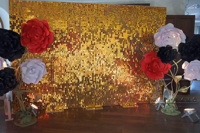 Золотые пайетки с цветами из дизайнерского картона