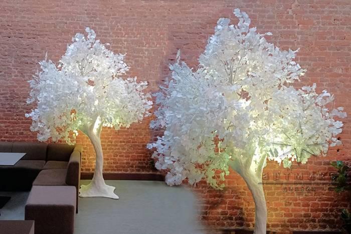 Сказочное белое дерево с веточками Гинкго